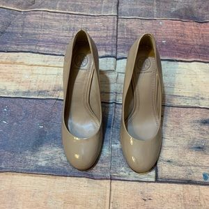 Tory Burch Nude Round Toe Patent Wedges Size 7